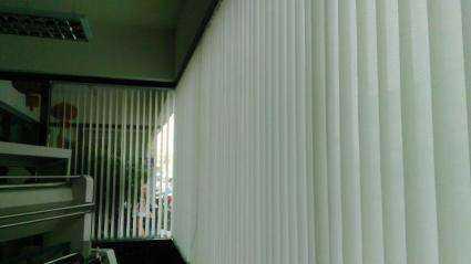 家里的遮光窗帘安装方法