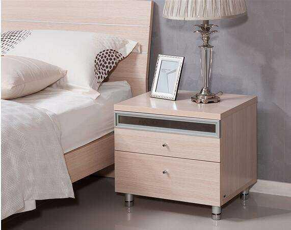 小身材大作用 床头柜安装方法
