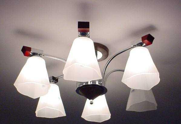 家庭装修是先安装灯具好还是先安装开关插座好?