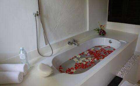 专业安装师傅教你安装浴缸