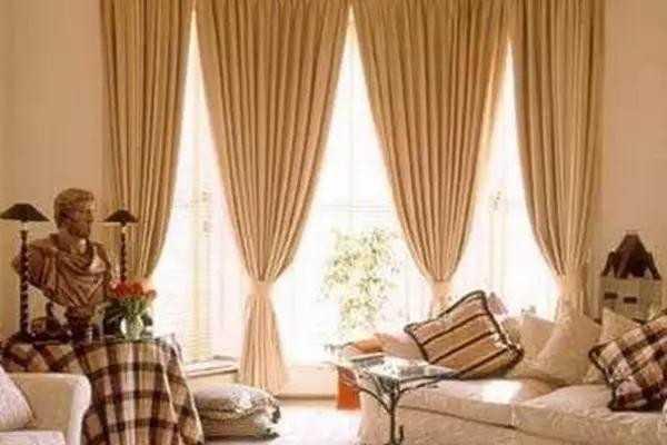 窗帘要的就是美观和牢固