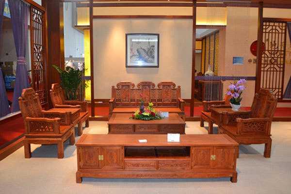 如何翻新红木家具呢?