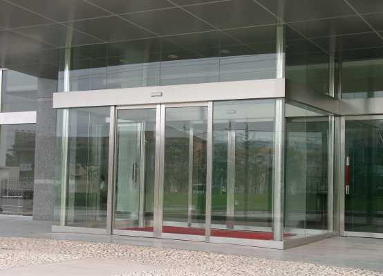 玻璃门安装方法步骤 换玻璃门地弹簧多少钱
