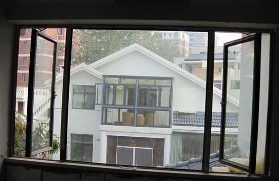 为什么外观无差别的铝合金门窗,价格却相差很大?