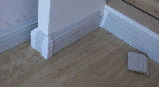 美观又保护墙体——实木踢脚线安装