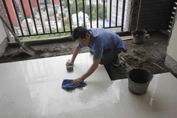老师傅告诉你:地板砖安装用无缝还是有缝的
