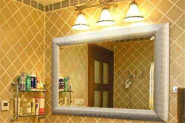 卫生间安装什么样的灯具最为合适
