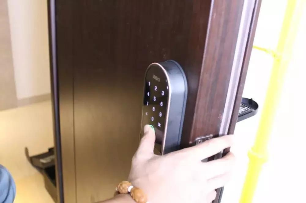 看过指纹锁安装图,才明白正确的安装方法是这样!