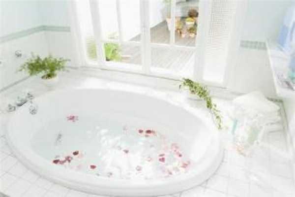 常见的浴缸清洁方法介绍