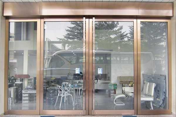 钢化玻璃门安装?卫浴钢化玻璃门安装正确方法