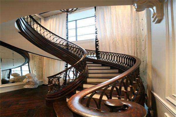 中柱旋转楼梯尺寸,中柱旋转楼梯安装介绍