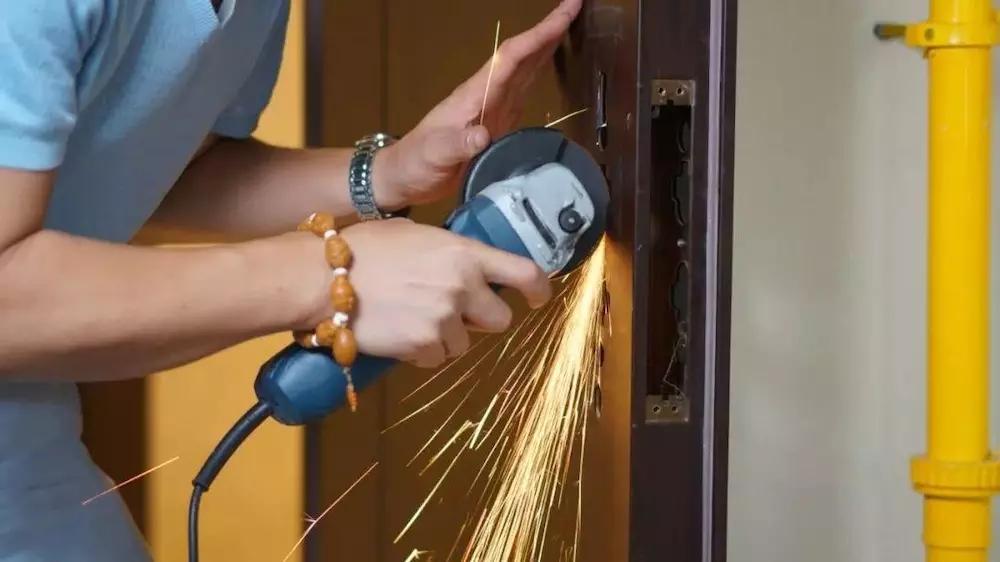 你还不知道吗?指纹锁安装服务才是真正的安全保障!
