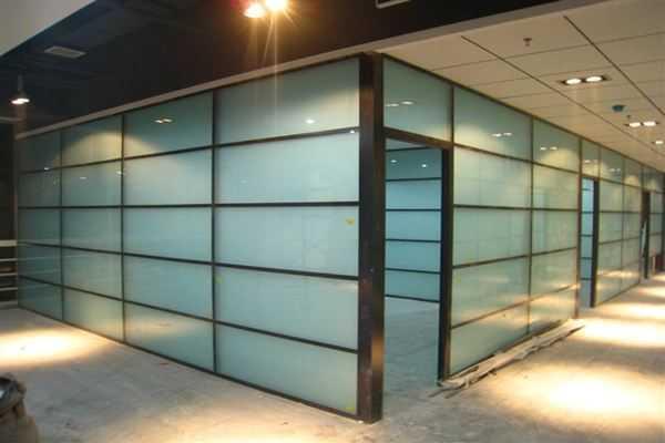 选购磨砂玻璃隔断?安装磨砂玻璃隔断注意事项有哪些?