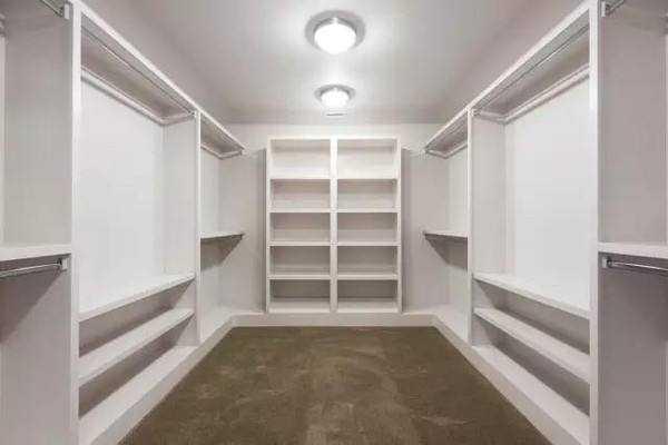 衣帽间要不要装柜门?几种情况来做分析