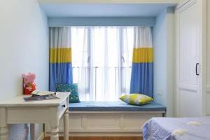 卧室带飘窗的窗帘怎么装