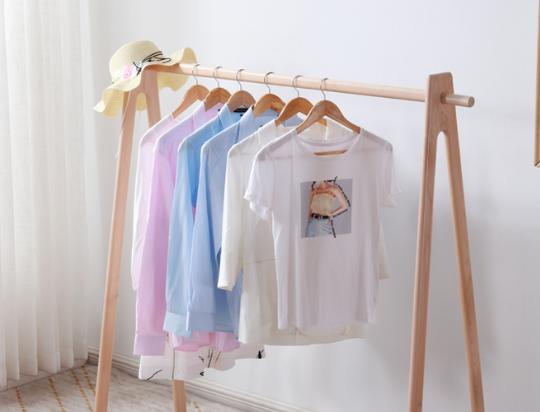 木质晾衣架结实耐用,家里想安装优质的木质晾衣架怎么选