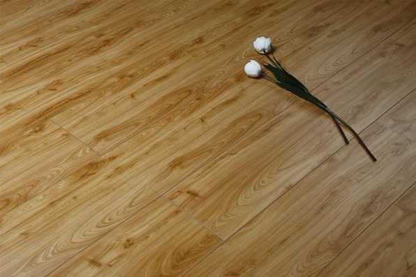 记住复合地板安装小常识,避免铺设效果不理想