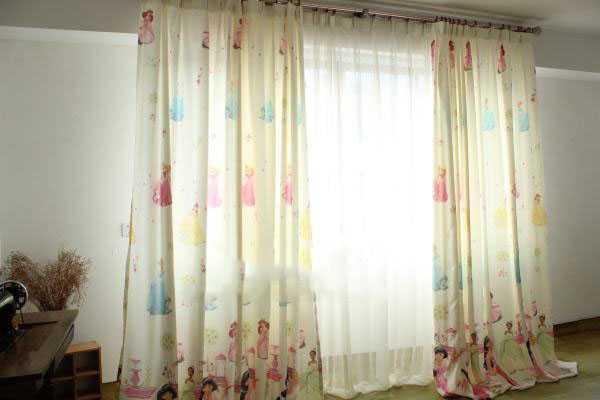 打孔窗帘要怎样安装才能牢固不脱落?老工匠前来揭秘