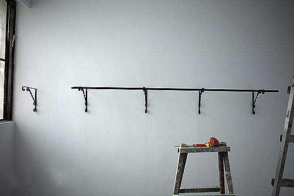 随着伸缩窗帘杆的广泛应用,其安装也备受人们的关注。