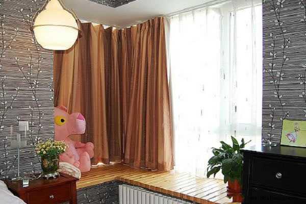 那么有设计的飘窗,别让窗帘安装降低了它的格调。