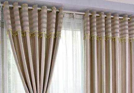 窗帘杆安装其实是有步骤的,并不是盲目的去操作。