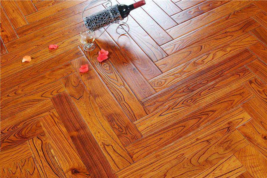 安装地暖:选择木地板还是瓷砖,要先分析它们的优缺点